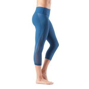 Yoga Capri Pants in Blue Mesh